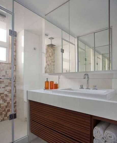 42. Projeto de móveis planejados para banheiro é garantia de otimização de espaço – Foto: Pinterest