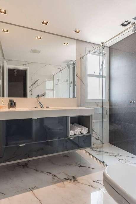 45. Armário de banheiro planejado preto – Foto: Idealizzare Arquitetura