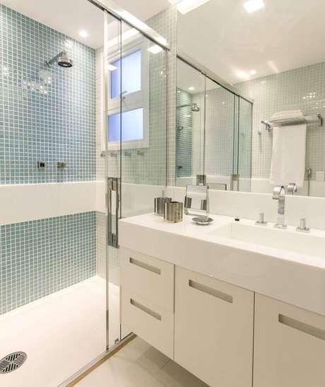 49. Móveis planejados para banheiro com decoração simples – Foto: Marilia Veiga