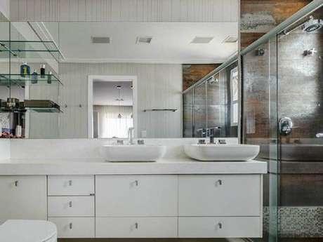 44. Modelo de armário de banheiro planejado – Foto: Ronaldo Rizzutti