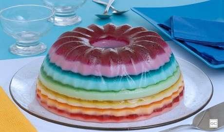 13. Gelatina colorida em camadas: junte as crianças e faça essa gelatina colorida em camadas com leite condensado. Elas vão adorar! |