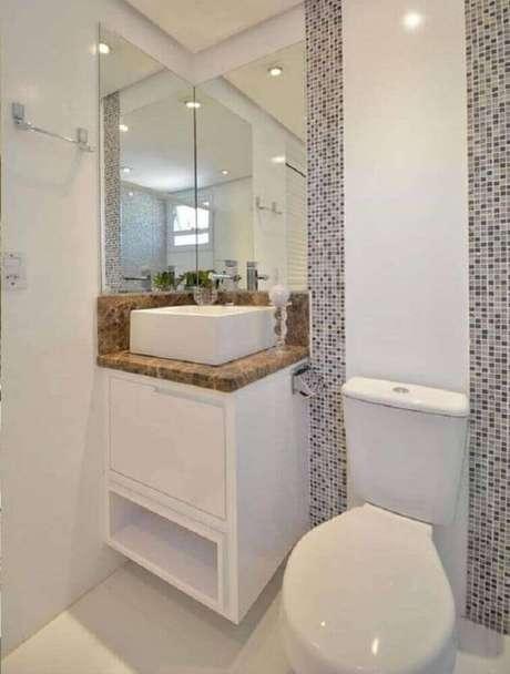 60. Modelo de armário planejado para banheiro pequeno – Foto: The Holk