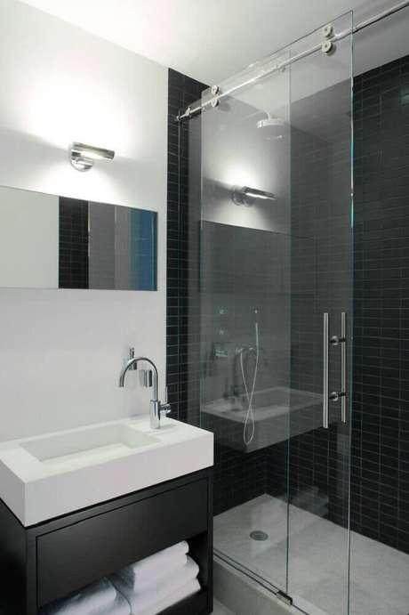 63. Decoração preto e branca para banheiro pequeno planejado – Foto: Pinterest