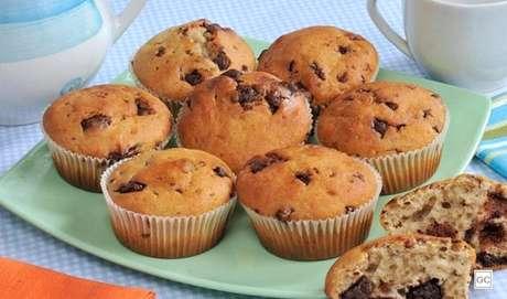 5. Muffin de banana e chocolate: outra receita que pode ser criação das próprias crianças é esse muffin de banana e chocolate! |