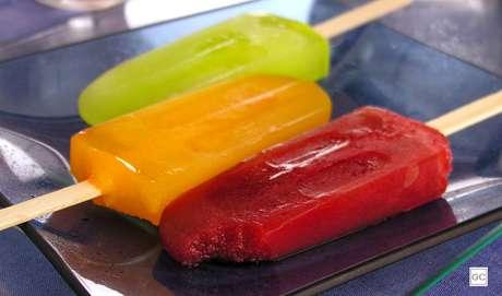 17. Picolé caseiro de frutas: mas o picolé com sabor de fruta e saboroso, também vai ser divertido de fazer e vai conquistar todo mundo
