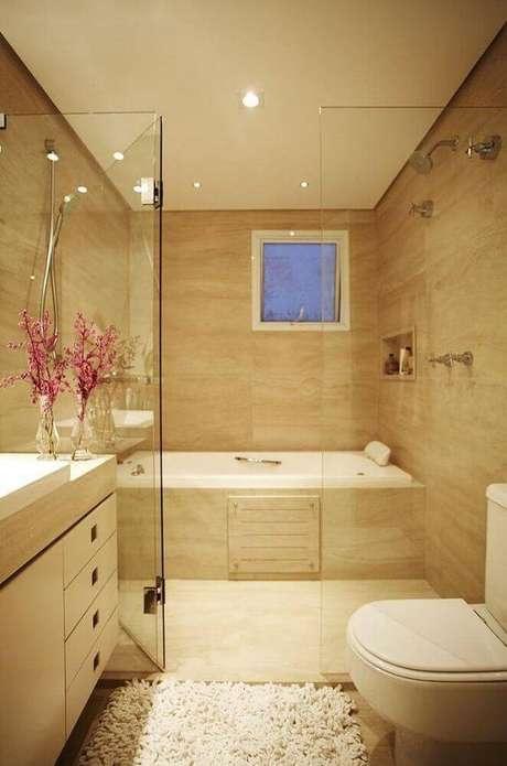 1. Decoração em tons neutros para banheiro planejado sofisticado com banheira e box de vidro – Foto: Aaron Guides