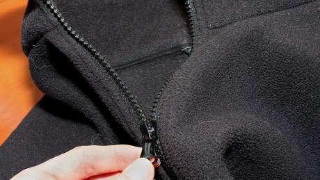 Casaco de poliéster pode liberar um milhão de fibras por lavagem