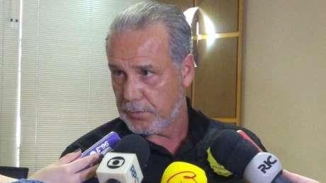 Delegado Luiz Alberto Cartaxo Moura investiga possível motivação política por trás de agressão de um homem em Curitiba