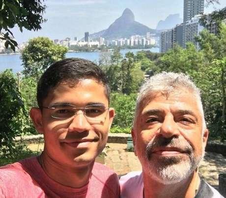 O cantor Lulu Santos e o namorado Cleber Teixeira.