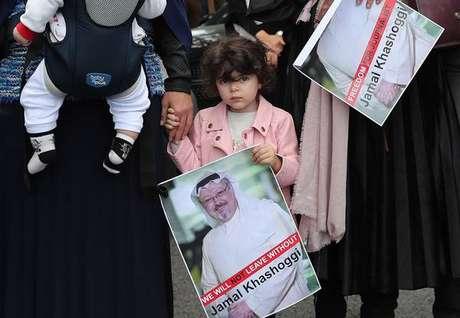 Manifestação pede esclarecimento sobre o sumiço de Jamal Khashoggi