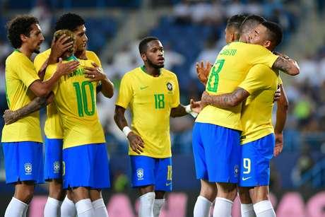 Seleção Brasileira comemora gol de Gabriel Jesus