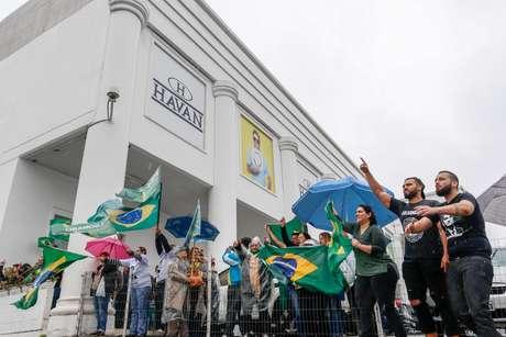 Um dos casos envolveu o empresário Luciano Hang, dono da rede de lojas Havan, que foi processado pelo MPT por coagir funcionários a votar em Bolsonaro