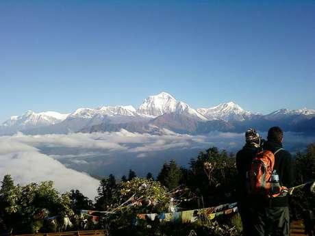 Monte Gurja, à esquerda, na Cordilheira do Himalaia