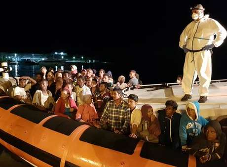 Desembarque de migrantes em Lampedusa, no sul da Itália