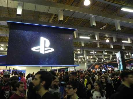 No estande da Playstation, ou você agendava um horário para testar os jogos, ou esperava na fila
