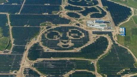 Painéis solares formam panda gigante avistado do alto