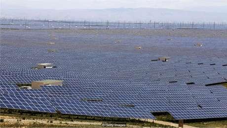 As fazendas solares em Qinghai aproveitam ao máximo o sol e céu limpo do Planalto Tibetano