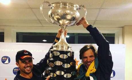 Jorge Zarif e Guilherme de Almeida comemoram título.