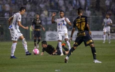 Arthur Gomes foi um dos destaques do Santos no clássico contra o Corinthians (Foto: Anderson Gores/Agencia F8)