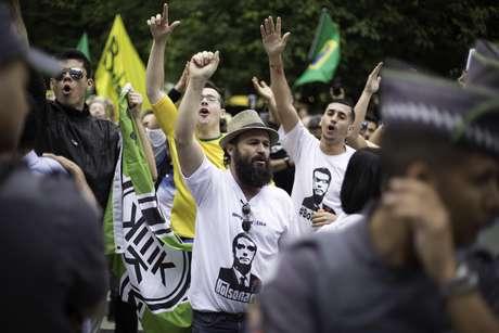 Apoiadores de Bolsonaro fazem protesto em São Paulo