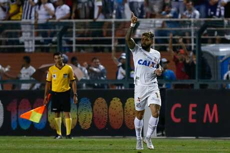 Gabigol comemora gol do Santos