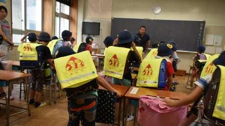 No Ensino Fundamental japonês, há diversas atividades cuja participação dos pais é quase obrigatória, como o patrulhamento feito em rodízio no trajeto escolar