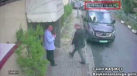 Imagem de câmara de segurança registra entrada de Jamal Khashoggi no consulado saudita em Istambul em 2 de outubro 02/10/2018 Reuters TV/via Reuters