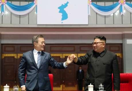 Presidente da Coreia do Sul, Moon Jae-in, e líder norte-coreano, Kim Jong Un, em Pyongyang 19/09/2018. Pyeongyang Press Corps/Pool via Reuters