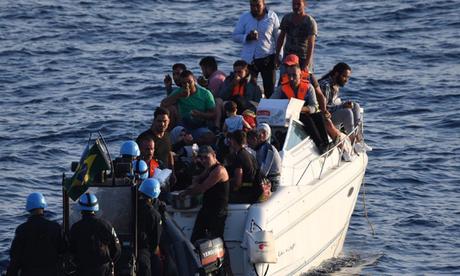 Resgate de refugiados sírios no Mediterrâneo