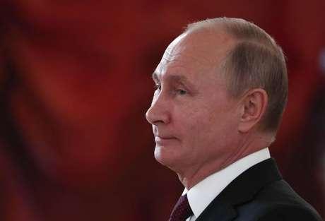 Trump diz que Putin 'provavelmente' está envolvido em crimes