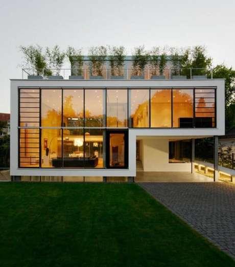 1. A fachada de vidro é garantia de um prédio mais imponente.