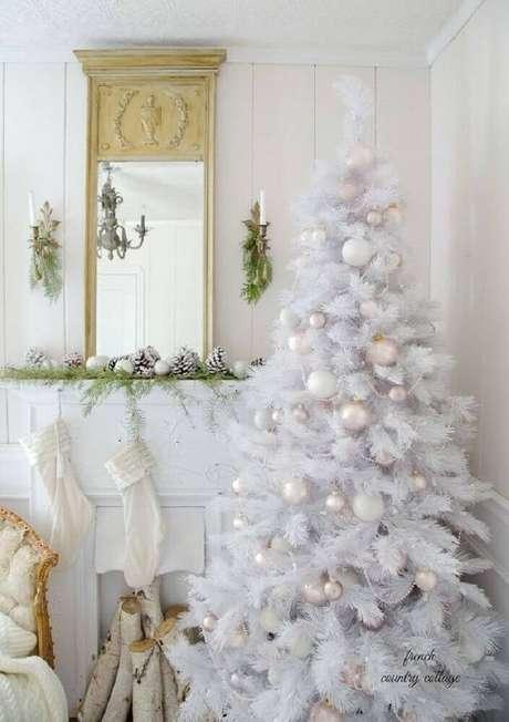 14. As árvores de natal branca são perfeitas para quem busca um estilo de decoração natalina mais clean – Foto: Pinterest