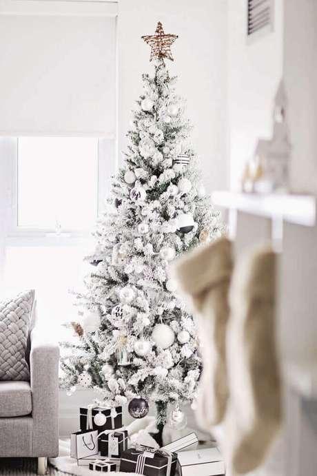 20. Linda decoração clean com árvore de natal branca – Foto: Christmas Design