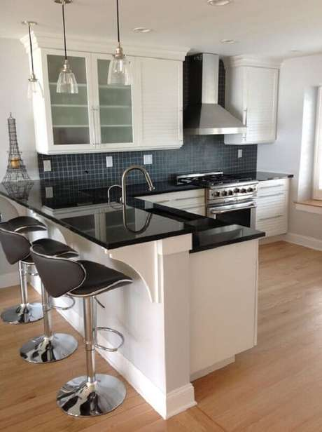 2- A cozinha americana simples tem balcão para separar os ambientes. Fonte: Pinterest