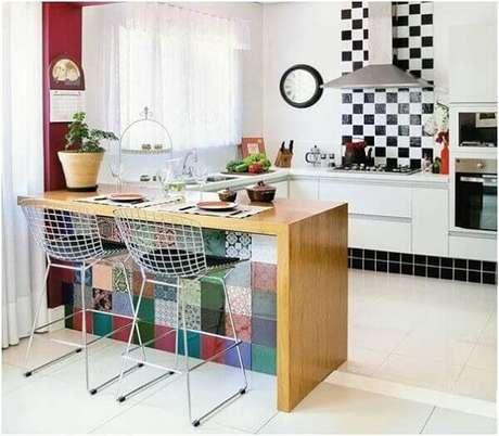 18- A cozinha americana pequena possui estilo vintage na decoração. Fonte: Mulher o Homem da Casa