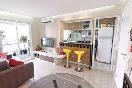 47- O apartamento foi reformado para integrar uma cozinha americana pequena. Fonte: Pinterest