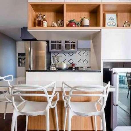 41- Na decoração da cozinha americana foram utilizados nichos para a colocação de objetos decorativos. Fonte: Decoração de Casa