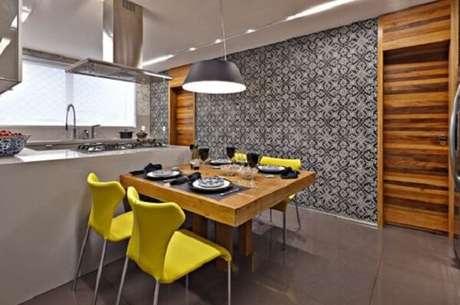 56- A bancada do fogão divide os ambientes da cozinha americana pequena. Fonte: Viver em Casa