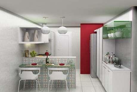59- Os blocos de vidro vazados formam a bancada que divide a cozinha americana pequena simples da sala. Fonte: Urbaville