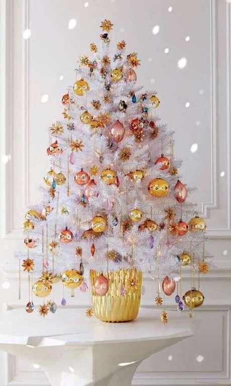 35. Decoração para árvore de natal branca e pequena – Foto: Pinterest