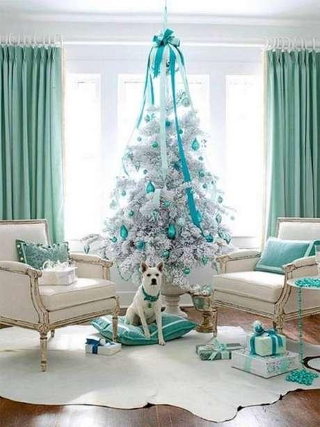 56. Decoração para árvore de natal branca com azul Tiffany – Foto: Kalinka Carvalho
