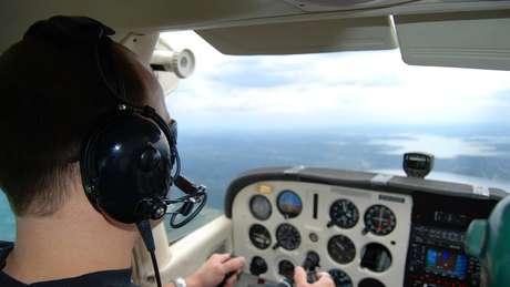 Custos proibitivos para treinamento podem limitar a oferta de novos pilotos, dizem especialistas