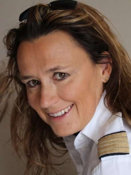 Tanja Harter quer mais visibilidade para mulheres que pilotam avião