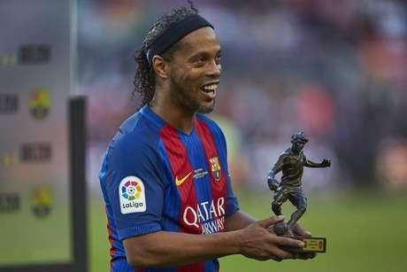 Ronaldinho em amistoso com o Barcelona, em 2017