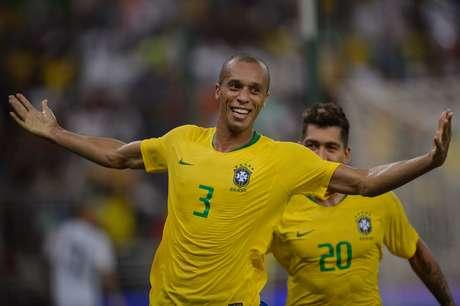 Miranda comemora gol pela Seleção Brasileira
