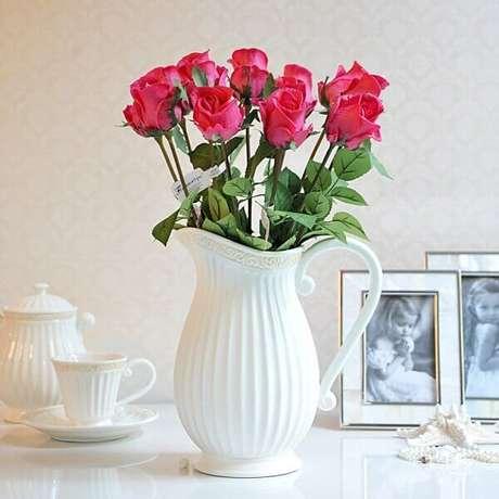 3- Os arranjos de flores artificiais podem ser montados em vasos ou jarros. Fonte: Liusn