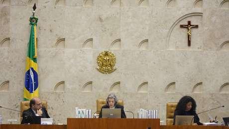 Ministros do STF devem ser escolhidos pelo presidente 'dentre brasileiros com mais de 35 anos e menos de 65 anos de idade, de notável saber jurídico e reputação ilibada'
