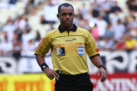 Wilton Pereira Sampaio é árbitro da Fifa desde 2013
