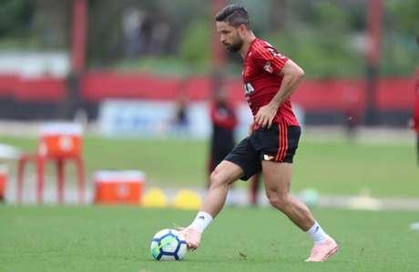 Camisa 10, Diego voltou a treinar com o grupo do Flamengo nesta terça-feira (Foto: Gilvan de Souza/Flamengo)