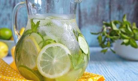 ÁGUA: manter-se hidratado é uma forma de aliviar a vontade de doce, que muitas vezes aparece por desidratação, um sinal de que o corpo está precisando de água